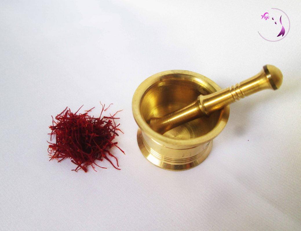 Sợi Nhụy hoa nghệ tây và cối giã