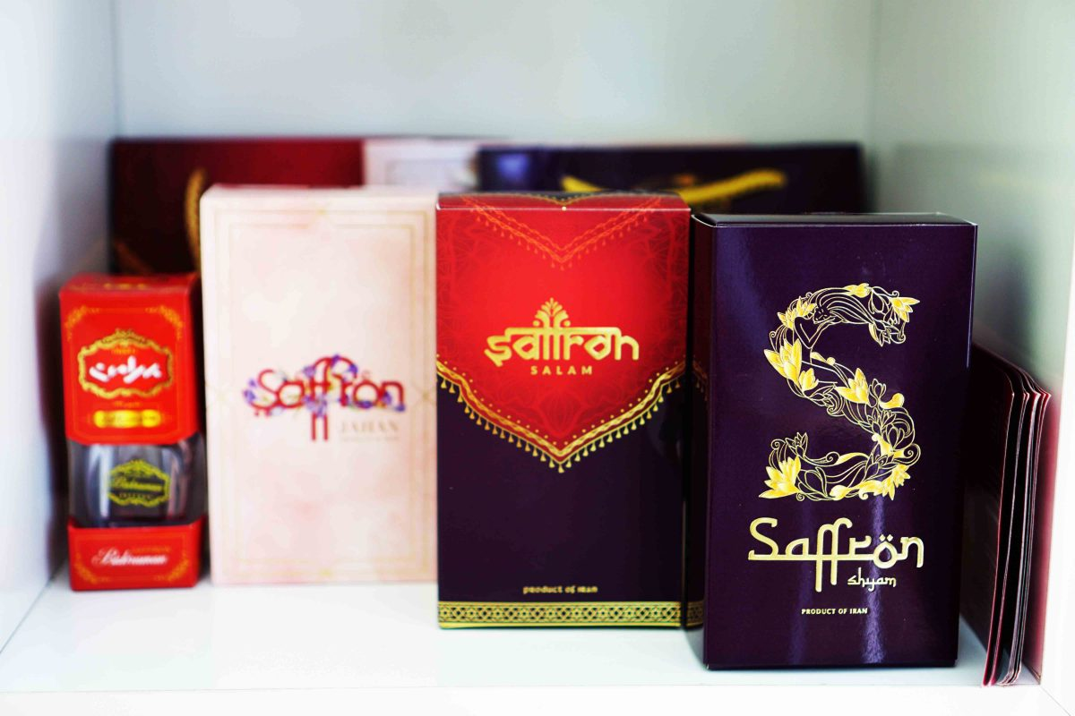 Các sản phẩm saffron được trưng bày tại phòng khám Gia Việt lab