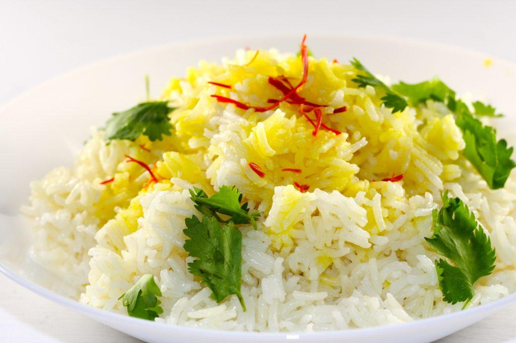 Màu vàng của saffron làm cho món ăn trở nên đẹp mắt một cách tự nhiên và tốt cho sức khỏe