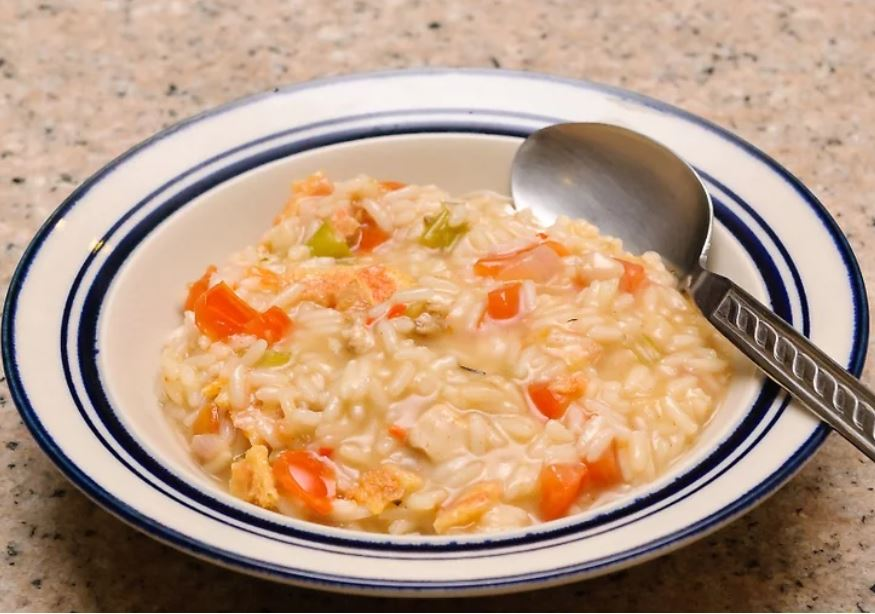 Làm cơm risotto cà chua. Món cơm risotto cà chua sẽ rất ngon khi được ăn riêng