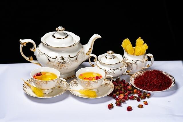 Cách pha trà nhụy hoa nghệ tây cùng hoa cúc/hoa hồng/ hoa nhài